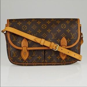 Louis Vuitton Giberciere MM Crossbody